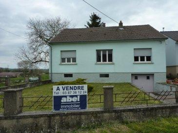NOUS VENDONS à OTTONVILLE (Moselle),  à proximité immédiate de la ville de BOULAY-MOSELLE, de ses commerces et services, non loin également de l\'accès à l\'autoroute A4 (METZ-STRASBOURG), et à moins d\'une demi-heure de METZ ;  Une maison individuelle de construction traditionnelle établie sur un terrain clos et arboré de 9a47.  Elle offre une surface habitable de 92 m2 sur sous-sol complet comprenant notamment :  Un couloir de 10,60 m2 Une cuisine de 14,58 m2 Un salon de 14,72 m2 Trois chambres de 14,24 – 14,25 et 15,56 m2 Une salle d\'eau de 6,22 m2 Un WC séparé, avec fenêtre, de 1,12 m2.   L\'ensemble sur un sous-sol complet de la même surface, comprenant une chaufferie, des pièces de stockage ainsi qu\'un garage pour une voiture.   Avec aussi des combles sur dalle béton qu\'il est possible d\'aménager pour la création de chambres pouvant ainsi permettre de libérer un très grand espace de salon-séjour et cuisine sur 44 m2 en rez-de-chaussée.   *** Chauffage central au fuel domestique *** La maison est raccordée à l\'assainissement collectif.    LE BIEN EST IMMEDIATEMENT DISPONIBLE.  CONTACT :  Gérard STOULIG – Agent commercial au : 06 03 40 33 55 ou l\'agence au : 03 87 36 12 24.  NB : Les frais d\'agence sont inclus dans le prix annoncé.