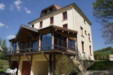 Maison de Maître comprenant trois appartements organisé en co-propriété. Parc avec accès rivière renommée. renseignements sur demande.
