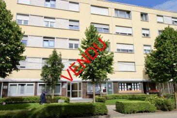 ****    VENDU    **** RE/MAX, spécialiste de l'immobilier à ESCH / LALLANGE, vous propose ce magnifique studio/appartement avec vue dégagée, au 2ème étage avec ascenseur dans une résidence très bien entretenue et soignée, d'une surface de 43,91 m2 habitables environ,. Il se compose de la manière suivante :  - Hall d'accueil de 5 m2 environ desservant toutes les pièces. - Un salon-séjour de 24 m2 environ. - Une cuisine équipée fonctionnelle avec lave-linge de 11 m2 environ. - Une salle de douche avec WC. - Une grande cave privative. - Une buanderie commune complète cet appartement.  Beau studio/appartement, soigné, lumineux, et fonctionnel. Toiture et façade en très bon état, chaudière à condensation de 2012.  Proche de toutes commodités : parking au pied de l'immeuble, bus, station essence, crèche à 2min à pieds, écoles, lycée, centre-ville, surface commerciale à proximité, banques,, etcà.  A visiterà.  Disponibilité immédiate.  CONTACT : MICHAEL CHARLON au 621 612 887 ou par Mail : michael.charlon@remax.lu Ref agence :5095676