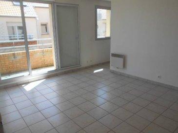 Réf: 5759  Appartement secteur de Berck Ville dans résidence sécurisée de 45 m² au 1er étage sans ascenseur avec parking et balcon:  Entrée avec placard, séjour, cuisine séparée, salle de bains, wc et 1 chambre avec placard.  Loyer: 430 € Charges: 30 € (edf et eau en supplément)  1 mois de caution + frais d\'agence: 400 €  Libre  Réf: 5759