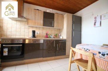 Nous vous proposons ce spacieux duplex de 90 m² sans ascenseur situé dans la commune de Dudelange à proximité de tous commerces.<br><br>Celui-ci se compose comme suit:<br><br>Hall d\'entrée, living, cuisine équipée fermée, salle de bain et 2 chambres à coucher.<br><br>Pour plus de renseignements ou une éventuelle visite (visites également possibles le samedi sur rdv), veuillez nous contacter au 28.66.39.1.<br />Ref agence :72205