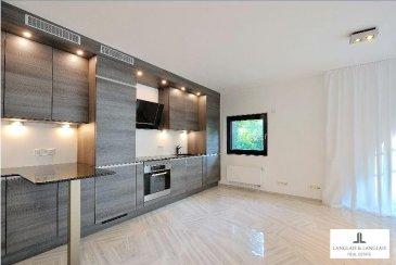 ****Réservé****<br><br><br>Langlais&Langlais Real Estate vous proposent à la location:<br><br>Exceptionnel appartement de 65 mètres carrés au sein de la Résidence Diamant à Dommeldange.<br>Une chambre à coucher avec douche en suite, tous matériaux La Fabbrica, Italy.<br>Cuisine de luxe équipée.<br>Emplacement intérieur compris.<br><br>Une très grande cave( 350 cm de haut) complète ce bien rare.<br><br>Un ascenseur relie directement les espaces garage/cave/buanderie au palier devant l\'appartement.<br><br>Equipements:<br><br>-porte blindée<br>-alarme<br>-prises tv- internet dans toutes les pièces<br>-pré-installation HIFI au living (cablage intégrés)<br>-aération intégrale<br>-vue imprenable sur le parc/jardin  et les bois.<br>-Jardin avec arbres classés monument biologique national , tricentenaires.<br><br>-Bus de la Ville directement devant le bâtiment<br><br>Conditions:<br><br>Visites sur dossier uniquement, ceci à partir du 10 Mars.<br>Dipsonible au 1er Avril.<br><br>Contrat de deux ans, renouvelable tacitement, occupation par 1 personne, pas d\'animaux.<br>Contrat de bail présenté par le propriétaire.<br>Préavis de trois mois.<br><br><br><br><br><br><br><br><br><br />Ref agence :5289832