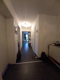 Bel appartement situé au 1er étage, sans travaux d'une surface  de 101.66 m2. Très belle pièce de vie, traversante avec une cuisine équipée récente, 2 chambres, une salle de bains, fenêtres récentes. Renseignements et photos sur demande