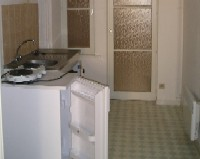 Appartement F1 de 35 m² situé au centre ville de Metz.   Il se compose d\'une entrée, d\'un séjour, d\'une cuisine équipée et d\'une salle de baignoire (baignoire).  Chauffage individuel électrique.  Libre le 29 mai