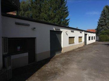 Yutz &colon; hangar - dépôt de 133 m² avec un bureau de 20 m²&comma; une cuisine de 15 m² et des sanitaires&period;<br />Porte d\'entrée 3 m&period;<br />Possibilité de création d\'un loft&period;