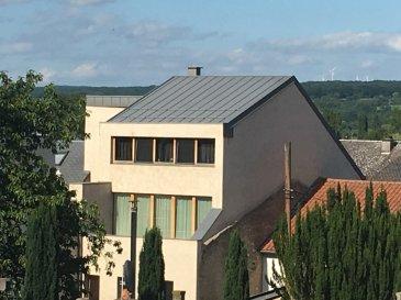 Très bel appartement lumineux sis au coeur du village de Schwebsange. L'appartement se compose d'un grand living avec cuisine ouverte, une grande chambre à coucher, une salle de douche, un WC séparé et un balcon avec une vue imprenable.