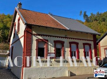 Fontoy Maison 3 pièce(s) 67 m². FONTOY rue Jean Burger,<br/><br/>Devenez propriétaire de cette maison mitoyenne d\'environ 67 m², actuellement composée d\'une cuisine dînatoire, d\'un séjour, d\'une salle de bain (douche et baignoire), d\'un wc séparé et d\'une buanderie en rez de chaussée ainsi que de 2 chambres (plancher massif) à l\'étage.<br/><br/>La maison dispose également d\'une cave en sous-sol, d\'un grenier et d\'un garage.<br/>Terrasse et jardin, l\'ensemble sur 1.88 ares de terrain.<br/><br/>Des travaux de rénovation et de rafraîchissement sont à prévoir.<br/><br/>Chauffage au gaz (chaudière de 2011)<br/>Cumulus électrique de 2017<br/>Toiture en bon état (refaite en 1991)<br/>Double vitrage<br/><br/>Véronique GONZALEZ<br/>06 18 01 45 97
