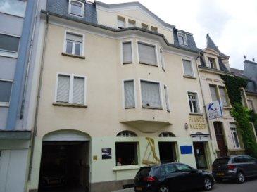 A louer, à Luxembourg-centre, rue Goethe, un studio comprenant un séjour, une cuisine séparée et équipée, une salle de douche.  Libre au 1 juin. Caution 3000 EUR.