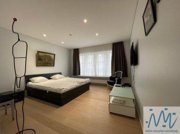 ''active relocation luxembourg'' vous propose un superbe appartement meublé et équipé de 84m² situé au 3ème étage (avec accès direct par ascenseur) d'un immeuble rénové de manière contemporaine tout en respectant le charme et l'authenticité d'origine.  Cet appartement comprend un hall d'entrée avec placard, un beau et lumineux living, une cuisine équipée séparée, 1 chambre avec dressing aménagé attenant, 1 chambre avec petit débarras, une salle de douche avec un WC et machine à laver et sèche-linge, un WC séparé. Au sous-sol: une petite cave  Loyer: 3.000 € toutes charges incluses (Internet + TV) Garantie: 9.000 euros Disponibilité: immédiatement  - rénové de manière contemporaine tout en gardant l'authenticité et le charme d'origine - ancien escalier en colimaçon, - Plein centre-ville dans la zone piétonne - théâtre, piscine, restaurants, bars, commerces, supermarché, boulangerie au pied de l'immeuble - parking public, arrêts de bus et parcs à proximité  Si vous pensez vendre ou louer votre bien, ''active relocation luxembourg'' est à votre service pour vous conseiller au mieux et vous faire profiter de toutes ses compétences en vue de commercialiser votre bien de manière professionnelle et rapide.  +352 270 485 005 info@arlux.lu www.arluximmo.lu