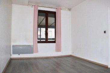 Dans un immeuble situé coté cour de l\'Avenue de Colmar donnant sur la Place du Schultfeld  à proximité immédiate du tram, des écoles, des commerces et axes autoroutiers, venez visiter ce 3 pièces au premier étage bénéficiant d\'une vue dégagée et d\'une belle luminosité&period;<br />Ce logement ce compose de 2 grandes chambres, d\'une cuisine, d\'une véranda, d\'une salle de bain et d\'un wc&period;<br />Vous rechercher un logement à proche de la ville et des écoles pour un investissement locatif ou pour votre résidence principale, laissez vous  séduire par ce logement atypique et charmant&period;<br />Votre contact : Julien Diss 0632090104