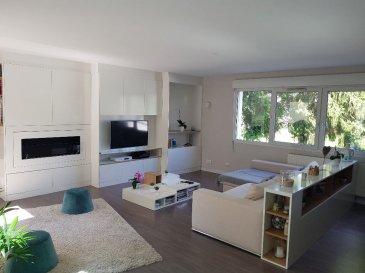 Appartement Thionville 5 pièce(s) 120 m2. Dans résidence récente, tout proche du centre ville de Thionville, <br>magnifique appartement avec cuisine équipée ouverte sur salon - salle à manger, terrasse, 3 chambres, salle de bains et wc séparé.<br>Garages pour 2 voitures avec porte motorisée. 1 place de parking couverte et 1 place de parking extérieure.<br>RARE ! <br><br>Renseignements et visites :<br>Karine Karas 06 08 31 19 87 dont 3.95 % honoraires TTC à la charge de l\'acquéreur.<br>
