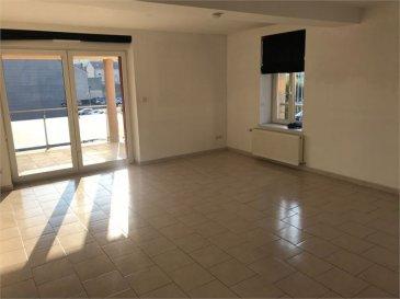 AU CENTRE VILLE  DE LONGLAVILLE A PROXIMITE DE LA FRONTIERE LUXEMBOURGEOISE ET BELGE A VENDRE UN TRES BELLE APPARTEMENT D\'UNE SUPERFICIE HABITABLE DE 84M².  COMPRENANT: Une entrée dégagement, une cuisine équipée, un salon salle à manger avec un accès sur une terrasse de 21m² et un jardin, deux chambres, un WC avec lave main, une salle de bain avec deux lavabos et un coin buanderie.  UN GARAGE. UN PARKING AERIEN. DEUX CAVES. PAS DE SYNDIC.  CHAUFFAGE AU GAZ. DOUBLE VITRAGE PVC. IMMEUBLE DE 4 LOGEMENTS.