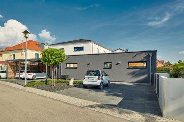 Ruhig gelegenes, flaches Grundstück mit einer Gesamtgröße von 12 ares in der Commune Clemency. Das Grundstück teilt sich auf in 8 ares Bauland sowie 4 ares Freizeitgelände und eignet sich ideal für ein freistehendes Einfamilienhaus.   - Energieklasse: AAA - Wohnfläche: 180 m² - Anzahl der Schlafzimmer: 3 - Keller: ja - Garage: Doppelgarage - Geschosse: 2    LUXHAUS. Die Nr. 1 in der Climatic-Wand-Technologie. 100% Wohlfühlklima 100% Design Wir freuen uns auf Ihren Besuch.