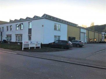 DALPA S.A. vous propose en location, ce spacieux entrepôt avec des bureaux, et plusieurs possibilités de devisions, sur une surface totale de +/- 875 m².  Disponibilité : immédiate  Caution : 3 mois  L'objet se situe au : 50, rue des Près, L-7333 Steinsel  Le prix du loyer est annoncé HTVA.  Cet entrepôt se situe dans la zone industrielle de Steinsel et est idéalement situé au centre du pays à proximité de : - Accès autoroutiers - Proche du centre-ville +/- 10km - Arrêts de bus à proximité  Plusieurs places de parkings sont disponibles gratuitement au pied de l'immeuble.  Nous sommes à votre entière disposition pour tous renseignements complémentaires ou visites des lieux. Veuillez contacter Antonio Lobefaro sous le numéro + 352 621 469 311 ou par mail sur info@dalpa.lu  Si vous souhaitez vendre ou louer votre bien, nous mettons à votre disposition notre professionnalisme, savoir-faire ainsi que notre qualité de service. Nous vous proposons des estimations rapides, gratuites et réalistes.  DALPA S.A. offers you for rent, this spacious warehouse with offices, and several possibilities of devisions, on a total surface of +/- 875 m².  Availability: immediate  Deposit: 3 months  The object is located : 50, rue des Près, L-7333 Steinsel  The rental price is announced excluding VAT.  This warehouse is located in the industrial area of Steinsel and is ideally located in the center of the country near:  - Motorway access - Close to the city center +/- 10km - Bus stops nearby  Several parking spaces are available for free at the foot of the building.  We are at your entire disposal for any further information or site visits. Please contact Antonio Lobefaro under the number + 352 621 469 311 or by email on info@dalpa.lu  If you want to sell or rent your property, we provide you with our professionalism, know-how and our quality of service. We offer you fast, free and realistic estimates.