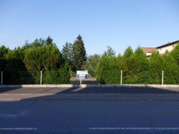 NOUS VENDONS à ÉBERSVILLER (Moselle)   A proximité des axes routiers menant de BOUZONVILLE à METZ et THIONVILLE et de l'autoroute A31  Un terrain à bâtir de 8 ares environ, sur la parcelle 125 Section 2   Largeur sur rue de plus de 25 m. Orientation Est pour l'avant et Ouest pour l'arrière au centre du village en bordure d'un petit cours d'eau. Il n'est pas viabilisé, mais les raccordements sont aisés.  LIBRE DE CONSTRUCTION. Disponibilité immédiate.  CONTACT : Jean-Luc MEYER agent commercial au : 07 60 13 78 96 Ou l'agence au 03 87 36 12 24. Les frais d'agence sont inclus dans le prix annoncé