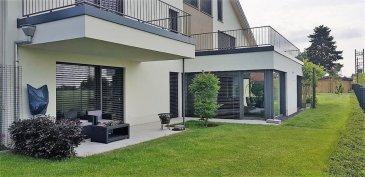 Villa moderne, spacieuse et écologique, panorama unique 10a, 350m2, 5 chambres , 110m2 en terrasses et balcons  Moderne, spacieuse, lumineuse et écologique, cette villa de construction récente (2015) est située à une dizaine de km seulement de Luxembourg-ville dans une rue très calme avec vue imprenable sur champs et forêts. Ensoleillé car orienté sud-ouest, cet immeuble est libre de 4 côtés et entièrement écologique (certification AAA) sur un terrain de 12,76a joliment aménagé et entièrement clôturé. La surface habitable de 350m2 s'étale sur 3 étages lumineux, pleinement accessibles par des escaliers et un ascenseur. Living, salle à manger et cuisine sont réunis dans un espace ouvert de 92m2 avec une vue panoramique exceptionnelle sur la nature environnante. La villa  5 chambres, 3 salles de bain/douche et 4 WC (dont un pour visiteurs). Deux terrasses dont une couverte (total : 64m2) et deux balcons (total : 46m2) offrent des possibilités de détente optimale en famille et entre amis. Finitions et équipements haut de gamme. L'aménagement intérieur permet l'exercice d'une profession libérale. Chauffage au sol alimenté par une pompe à chaleur/air, 35m2 de surface photovoltaïque ; très faible consommation d'énergie. Divers : porte d'entrée électrique surveillée et ouvrable à distance ; stores électriques ; réservoir d'eau de pluie de 10 000 l, maisonnette de jardin de 36m2 avec eau et électricité, etc.  Distances : -Crèche, écoles gardienne et primaire : 1 km  -Supermarché: 3 km -Luxembourg-gare : 9 km -Luxembourg-centre : 10 km -Cloche d'Or : 8 km  -Kirchberg : 14 km A proximité : ligne de bus 192 desservant Hesperange, Lux-gare, Lux-centre et Lux-Kirchberg.  Disponibilité : tout de suite  Modern, spacious and ecological villa, unique panorama 10a, 350sm, 5 bedrooms, 110sm terraces and balconies Modern, spacious, bright and ecological, this recently built villa (2015) is located just ten kilometers from Luxembourg City in a very quiet street with breathtaking views of