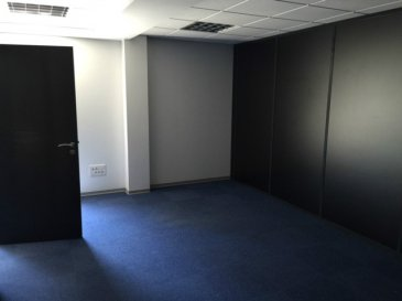 Ensemble de bureaux cloisonnés d'une surface total de 216 m² au deuxième étage d'un immeuble récent du centre ville de St Avold. aucuns travaux à prévoir