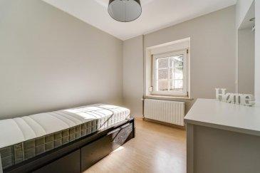 RE/MAX, spécialiste de l\'immobilier à Hellange, vous propose à la location cette belle chambre meublée de 11 m² au 1er étage d\'une maison entièrement rénovée.  Les parties communes à partager vous offre une cuisine équipée de 11 m², une salle de douche/WC de 3 m². Le loyer s\'entend charges comprises (électricité, eau, eau chaude).   Caution : 1 500 €   Disponible immédiatement.   La commission d\'agence s\'élève à 1 mois de loyer + TVA payable par le locataire.  N\'hésiter pas à me contacter : +352 691 683 703 ou eduardo.vieira@remax.lu  Eduardo VIEIRA  Ref agence :5096282