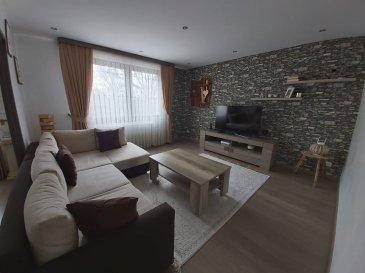 Jolie maison mitoyenne d'une surface de 92.52 m2 comprenant une belle cuisine équipée, un salon-séjour. A l'étage 3 chambres, une salle de bains, double vitrage PVC, isolation, terrain de 3.82 ares environ