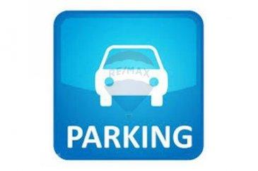 Veuillez contacter Bardia Allami pour de plus amples informations : - T : 621 150 966 - E : bardia.allami@remax.lu  RE/MAX Luxembourg, Spécialiste de l'immobilier à LUXEMBOURG-LIMPERTSBERG, vous propose en location cet emplacement de parking fermé avec porte sécurisée dans une résidence située à « Allée Scheffer » à Limpertsberg.   Loyer : 150 € Charges : 20 € Caution : 340 €  Frais d'agence RE/MAX : 125 % du montant du loyer à la charge du locataire + TVA