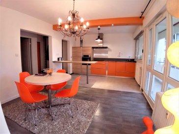 ( contact de 9h à 20h - 7jr/7jr - visites possible le week-end -  Jérémy FALCOMATA - Agent immobilier indépendant - 06 98 89 17 53 ) ------- BONNE SITUATION ! Secteur Vallières ! Rue de la Corchade. TOUT A PROXIMITE !! ------- COSI T2 LUMINEUX  joliment rénové récemment : de 55,4 m² au 1 ier étage d\'une résidence avec ascenseur. Bonne réputation. Résidence entretenue. AVEC LONG BALCON + 1 GRANDE CAVE + 1 PLACE DE PARKING EXTERIEURE PRIVATIVE !  ( Les résidences possèdent des parkings intérieurs privatifs ) ------- Hall d\'entrée avec beau placard Bel espace de vie très lumineux avec balcon Cuisine toute équipée ! frigo - plaque à induction - hotte - four - lave-vaisselle. Belle salle de bains avec baignoire d\'angle - meuble vasque + miroir - coin M-L. Chambre lumineuse WC séparé ------- Chauffage collectif au gaz mais avec répartiteurs de chauffage. Compteurs : eau chaude - eau froide. Charges globales avec toutes les consommations energétiques : 530 € / trimèstre environ. BAISSE DE CHARGES PREVUES ! ( plus de concierge - ascenseur récent ) ------- Doubles vitrages Volets électriques RENOVATIONS il y a 2 mois : Sols - peintures - placard - cuisine DPE en cours NEGOCIABLE ------- IMMO GEST HAGONDANGE 06 98 89 17 53