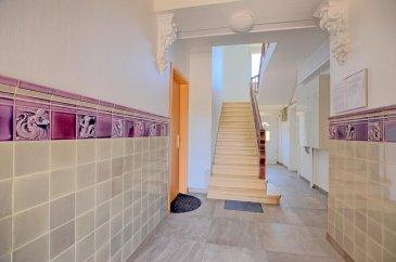 RE/MAX, spécialiste de l'immobilier à Sandweiler vous propose à la vente un charmant appartement spacieux, idéalement situé dans le centre de Sandweiler d'une superficie d'environ 105 m² habitables. Situé au premier étage d'une résidence récemment rénové, il se compose de la manière suivante :  Une entrée qui dessert toutes les pièces de l'appartement,  la première chambre de 14 m², la deuxième chambre de 13 m², la cuisine équipée de 16 m² avec une possibilité de combiner la chambre parentale de 19 m²  pour recevoir un séjour avec cuisine ouvert d'environ 35 m², le living de 23 m² et une salle de bain avec baignoire. L'appartement bénéficie de fenêtres double vitrage, chauffage mazout, d'une cave d'environs 15 m² et d'un jardin privatif de 63 m² etc.. A 10 mn du Kirchberg et de l'aéroport, à 5 min du SNCT (Station de contrôle Sandweiler), proximité de l'autoroute A1, transports en commun, commerces, pharmacie, écoles à proximité.  Disponibilité dans un délai assez court.  Charges mensuelles : +/- 185 € / mois  La commission d'agence est inclut dans le prix de vente et supportée par le vendeur.  N'hésitez pas de me contacter:  +352 691 683 703 ou eduardo.vieira@remax.lu  Eduardo VIEIRA Ref agence :5096278