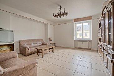 RE/MAX, spécialiste de l'immobilier à Sandweiler vous propose à la vente un charmant appartement spacieux, idéalement situé dans le centre de Sandweiler d'une superficie d'environ 105 m² habitables. Situé au premier étage d'une résidence récemment rénové, il se compose de la manière suivante :  Une entrée qui dessert toutes les pièces de l'appartement,  la première chambre de 14 m², la deuxième chambre de 13 m², la cuisine équipée de 16 m² avec une possibilité de combiner la chambre parentale de 19 m²  pour recevoir un séjour avec cuisine ouvert d'environ 35 m², le living de 23 m² et une salle de bain avec baignoire. L'appartement bénéficie de fenêtres double vitrage, chauffage mazout, d'une cave d'environs 15 m² et d'un jardin privatif de 63 m² etc.. A 10 mn du Kirchberg et de l'aéroport, à 5 min du SNCT (Station de contrôle Sandweiler), proximité de l'autoroute A1, transports en commun, commerces, pharmacie, écoles à proximité.  Disponibilité début avril.  Charges mensuelles : +/- 185 € / mois  Passeport énergétique : I / I   La commission d'agence est inclut dans le prix de vente et supportée par le vendeur.  N'hésitez pas de me contacter:  +352 691 683 703 ou eduardo.vieira@remax.lu  Eduardo VIEIRA Ref agence :5096278