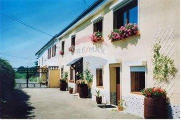 Re/Max, Spécialiste de l\'immobilier au Luxembourg vous propose à Oberwampach , une maison familiale de 4 chambres.   Cette maison à rafraichir est munie de 2 grandes terrasses, un beau jardin et des annexes détaillées ci-dessous.  Dans un cadre verdoyant de 68a76ca, la maison dispose d\'une vue imprenable sur le village.  Amis de la nature, ce bien est fait pour vous. Un petit studio a été aménagé dans une annexe détachée de la maison (36m²) avec cuisine équipée, douche, wc, salon, 1chambre  Rez de chaussée :   - Hall (12m²) - 2 chambres (11+14m²) - SDB  - Buanderie avec Wc (13.85m²) - Chaufferie (22m²) - accès a une terrasse et au jardin. (20m²)  1er:  - 2 chambres (15 + 13m²) - Salle à manger et salon en L (37m²) + accès à la terrasse de 6m² - Cuisine équipée (11.9m²)  Annexes:  Ce bien dispose d\'un carport carrelé (28m²), un atelier (53m²), un garage (18m²)  Un petit studio a été aménagé dans une annexe détachée de la maison (36m²)  Un petit bois de 50 ares se trouve au fond de la propriété.  Ce bien est actuellement loué, et sera libre pour le 1er novembre 2021 au plus tard.  Frais d\'agence RE/MAX : 3% du prix à la charge de la partie venderesse + TVA  A proximité de Wiltz, et du centre de Shopping Knauff à Pommerloch.<br>