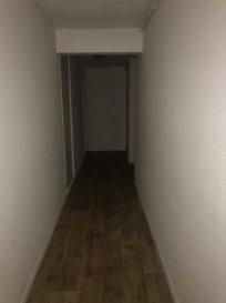 Très bel appartement constitué d'une cuisine équipée, d'un séjour, d'une salle de bain et WC séparés, de deux chambres, et d'une cave.  Loyer : 510,00€ Charges : 46,00€ Honoraires : 127,50€