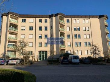 Appartement meublé au Kirchberg, situé dans une rue sans issu, à quelque pas de l'RTL City, des grandes surfaçes et du transport public.  Ce charmant appartement au 2e étage est agencé comme suit: Hall d'entrée avec débarras équipé pour machine à laver et séchoir, 2 chambres à coucher, salle de bain, salle de douche avec WC, Living avec balcon, une cuisine équipée indépendante, une cave et un parking intérieur. Ref agence :B725983