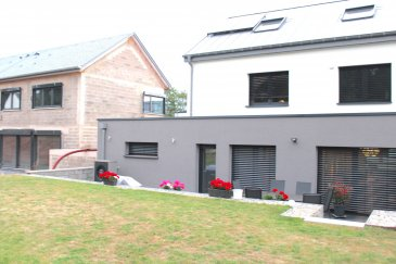 !!!!!! Maison exceptionnelle situées à BISSEN !!!!!!  Cette maison offre un cadre de vie très cosy,  chaleureux, intime et tranquille   Superbe maison de HAUTE GAMME avec une surface habitable de /- 200m2 sis sur un terrain de 3.27ares dans une nouvelle cité à Bissen. Cette belle maison neuve et moderne ce compose comme ceci :   - Au rez-de-chaussée on trouve un double garage pour deux voitures, buanderie, WC séparé, espace fitness ou espace profession libéral de /- 40m2, cave, -Très beau living/salle à manger, spacieuse cuisine ouvert bien équipée donnant vers une grande terrasse/ et jardin de /- 3,27 ares clôture et WC séparée.   - 1er étage vous disposer d\'un hall de nuit, ainsi que trois belles chambres à coucher, une salle de douche avec fenêtre et WC séparée.   - Au 2ème étage, grande suite parental avec salle de bain spacieuse et moderne.   La maison dispose de finitions haute de gamme et panneaux solaires, Prestations et matériaux de qualité (construction traditionnelle , menuiseries triple vitrage, porte de garage motorisée, portes, sanitaires, carrelages , etc\'   Pour plus de renseignements ou une visite (visites également possibles le samedi sur rdv), veuillez contacter le 691 850 805. Ref agence : 499