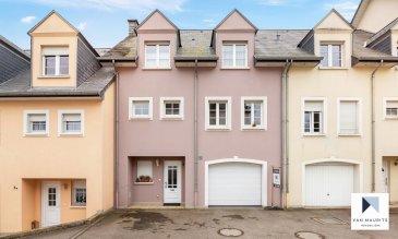 ***SOUS COMPROMIS*** ***SOUS COMPROMIS*** ***SOUS COMPROMIS***  Située au village de Gostingen, à l'est du pays (25 min de Luxembourg), cette très belle maison datant de 2000 possède une surface nette habitable de ± 160 m² pour une surface totale de ± 224 m², elle se compose comme suit:  Au rez-de-chaussée, un hall d'entrée de ± 15 m² mène vers un grand garage en profondeur de ± 40 m² pour 2 voitures, une salle de bain ± 7 m² (avec une buanderie, baignoire, wc et lavabo) ainsi qu'une chaufferie de ± 6 m². L'accès au jardin ± 120 m² orienté sud se fait par le garage.  Le bel étage Comprend un spacieux palier de ± 12 m² avec un rangement de ± 2m² et un wc séparé de ± 2 m². Une splendide cuisine neuve 2020 équipée de chez Kichechef de ± 14 m² ainsi qu'un grand séjour lumineux de ± 40 m² avec accès à un balcon de ± 7 m².  Le deuxième étage, est composé d'un palier de ± 2 m² qui donne accès à 3 jolies chambres de ± 14, 17 et 22 m² et une salle de bain de ± 12 m² (baignoire, douche, double lavabo et wc).  Le grenier non aménagé accessible par un escalier escamotable possède une surface de ± 24 m² et une hauteur de 3,20m. Il est isolé au sol et offre la possibilité d'être aménagé car les connexions sont existantes.  L'offre se complète avec un jardin, arboré et orienté Sud.  Détails complémentaires :  - Maison orientée sud-Ouest, bien aménagée et équipée, idéale pour une    famille avec 2-3 enfants ; - Jardin avec une très belle vue sur bois et forêt ; - Adsl, Sat TV ; - Passeport énergétique