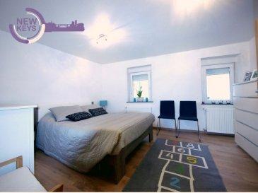 New Keys vous propose à la vente cette charmante maison, entièrement rénovée en 2018, à proximité de toutes commodités au sein de la ville de Echternach   La maison dispose d'une surface de  /- 75m2 et se compose comme suite:  RdC: -Hall d'entrée -Cuisine équipée ouverte sur séjour de ± 25m2  1° Etage: -Chambre à coucher de ± 14m2 -Salle de bains de ± 5m2  2° Etage : -Chambre à coucher de ± 12m2 -Bureau de ± 5m2  Grenier : -Chaufferie  N'hésitez pas à nous contacter au 352 621 647 509 ou par mail ahenriques@newkeys.lu pour plus d'informations et/ou une éventuelle visite.  COVID: Pour votre sécurité, nos visites sont effectuées avec des masques  Le prix s'entend frais d'agence inclus  et payable par le vendeur.  Nous recherchons en permanence pour la vente et pour la location, des appartements, maisons, terrains à bâtir pour notre clientèle déjà existante. N'hésitez pas à nous contacter si vous avez un bien pour la vente ou la location.  Estimation gratuite  Ref agence : 5003479