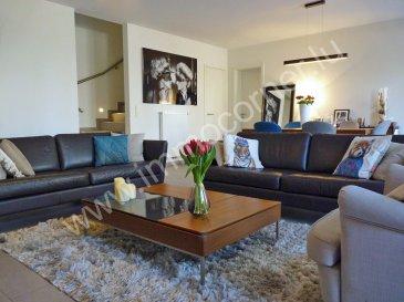 Immo Corner votre agence immobilière joignable 7j/7j vous propose ce bel appartement duplex à 3 chambres au Bridel. Le beau bien se caractérise par sa situation bien tranquille et paisible.   L'appartement présente une surface habitable de 130m2, d'un balcon de 11,70m2, d'une terrasse de 30,60m2, d'un jardin privatif de 57m2.  Le rez-de-chaussée: - hall d'entrée, - salle de douche avec lavabo, - chambre à coucher 13,05m2 avec sortie sur balcon, - chambre à coucher de 10,90m2 avec sortie sur balcon, - chambre à coucher de 14,55m2 avec sortie sur balcon, - grande salle de bains de 7,31m2 avec double lavabo, baignoire et wc, - hall de nuit, - escalier donnant vers le rez-de-jardin.   Le rez-de-jardin: - espace reprenant living et salle à manger de 40m2 avec accès sur terrasse et jardin, - dressing de 3m2, - wc séparé avec lavabo, - débarras intégré sous l'escalier, - cuisine équipée de 15m2 semi-ouverte vers le living avec sortie vers terrasse et jardin, - débarras de 4m2 dans la cuisine, - terrasse de 30,60m2, - jardin privatif aménagé de 57m2.   - 2 emplacements à l'intérieur du bâtiment, - cave privative de 9m2, - buanderie (commun), - local vélos (commun), - local poubelles (commun).   Informations diverses: - construction de 2016, - garantie décennale jusqu'en 2026, - classe énergétique B/B avec VMC, - fenêtres en triple vitrage avec volets électriques, - connexions internet, tv dans toutes les pièces, - isolation phonique verticale et horizontale, - porte d'entrée WK3, - chauffage au gaz, - ascenseur pour 8 personnes, - espaces communs en granit noir mat, - sanitaires de Villeroy&Boch, Grohe,… - terrasse avec dalles sur plots, - pas de frais à prévoir, - appartement bien soigné et entretenu, - premier propriétaire. ...  La situation: - bon nombre des parkings extérieurs à côté du bâtiment, - situation tranquille, - vue dégagée sur la forêt, - à proximité directe de toutes les commodités, - excellentes connexions au réseau routier.   Pour toute question supplément
