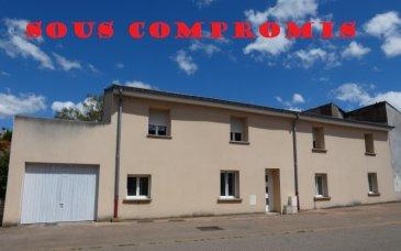 ** SOUS COMPROMIS **  NOUS VENDONS à VAUDRECHING (Moselle),  Une maison de village mitoyenne d\'un seul côté établie sur un terrain de 3a13.  Il s\'agit d\'une construction qui a été intégralement rénovée pour offrir dans sa configuration actuelle une surface habitable totale de 169 m2 en plain-pied et étage.  En plain-pied :  Une cuisine et séjour de 23 m2. Un salon de 21,66 m2 Une chambre avec dressing de 18 m2 Une salle de bains complète (douche, baignoire) de 8,67 m2 WC séparé.  A l\'étage :  Quatre chambres carrelées de 15,38 – 17,41 – 17 – 11,50 m2 Une salle d\'eau (douche) et WC  Avec un garage pour une voiture  Si une cuisine aménagée reste à installer, il n\'y a absolument aucuns autres travaux à prévoir. L\'ensemble est superbement rénové aux goûts contemporains.  *** Toiture neuve *** Installation électrique rénovée et aux normes *** Fenêtres neuves en DV sur châssis PVC OB *** Portes avant et arrière neuves *** Chauffage au gaz naturel, chaudière neuve. *** Murs isolés de l\'intérieur. *** Tous les murs sont blancs, prêts à décorer. *** Toutes les pièces sont carrelées.  L\'ensemble est de très belle facture.  LE BIEN EST IMMEDIATEMENT DISPONIBLE  CONTACT :  Gérard STOULIG – Agent commercial au : 06 03 40 33 55  NB : Les frais d\'agence sont inclus dans le prix annoncé.