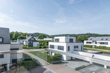 Une maison pratique et agréable à vivre grâce à des détails bien pensés, des innovations à la pointe et certaines prestations haut-de-gamme tout en respectant l'environnement , construite en 2014, se situe dans un cadre agréable et calme dans le village de Munsbach, sur la commune de Schuttrange.  Bâtis sur un terrain de ± 8,35 ares, elle bénéficie d'une superficie totale de ± 208 m² habitables. Cette maison contemporain bi-familiale, située dans une impasse au sein d'une zone résidentielle entourée de verdure, se compose comme suit :  Au rez-de-chaussée : un hall d'entrée de ± 10m², un débarras de ± 4m², un séjour et une salle à manger de ± 20m² donnant sur une terrasse de ± 7m² avec son. L'ensemble présente également une cuisine équipée et lumineuse de ± 19m², un garage pour 2 voitures, un dépot de ± 6 m² pour les outils de jardin.  Au 1er étage : un palier de ± 7 m² dessert 2 chambres de ± 13 m² chacune, une salle de bain de ± 7m², une suite parentale de ± 17 m² avec un dressing et une salle de bain de ± 7m² avec bain/douche. Un wc séparé de ± 2m² et un débarras de ± 5m² complètent le 1er étage.  Au 2ème étage : un hall de nuit ± 3m² mène vers une chambre de ± 12 m² avec une salle de douche de ± 3 m² donnant sur une magnifique terrasse de ± 20 m².  Généralités : Triple vitrages ; Volets électriques ; Alarme ; Multiples placards ; Chauffage au sol par géothermie ; Robot de jardin ; Contrat d'entretien avec jardinier ; Environnement calme et cadre de vie agréable;  Loyer: 3 900€ Charges: 150€ Disponible à partir du 15 décembre 2021  Agent responsable: Muzalia Sarah mail : Sarah@vanmaurits.lu N°: +352 621 748 117