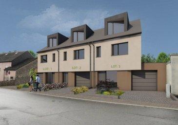NOUVELLE CONSTRUCTION DE 3 MAISONS<br>« LOT 3 » <br>La maison sera livrée « clés en mains » <br><br>MAISON en état future construction, spacieuse et très moderne sis sur un terrain de 3.12 ares à Hobscheid<br>avec une surface totale de 225.93 m2.<br><br>-Rez-de-chaussée : Hall d\'entrée de 11.80 m2, cuisine ouverte donnant sur un grand living d\'une surface de 50.57 m2 avec accès à une superbe terrasse de 33.40m2 et jardin. WC séparé de 1.68 m2, et un garage de 30 m2.<br><br>-Au premier étage : 3 chambres à coucher de (18.28 m2, 17.47 m2, et 13.84 m2) salle de bains de 7.95 m2, WC séparé de 2.35 m2, buanderie / local technique de 5.80 m2, <br>-Au deuxième étage : chambre à coucher parentale de 20.14m2, espace de loisirs de 26.78 m2, une salle de bains de 7 m2.<br><br>TITRE d\'INFO:<br>triple vitrage, volets électriques, pompe à chaleur, chauffage au sol dans toutes les pièces, classe énergétique AA (VMC) ventilation mécanique contrôlée, revêtements et finitions de qualité, terrasse, avec peinture comprise et un bon d\'achat d\'une valeur de 12.000,00 € pour une cuisine équipée <br><br>GARANTIE DÉCENNALE GARANTIE D\'ACHÉVEMENT<br>Le prix 3% TVA incl. s\'élève à 1.150.000,00.- Euros <br>Pour plus de renseignements ou une visite (visites également possibles le samedi sur rdv), veuillez contacter le 691 850 805