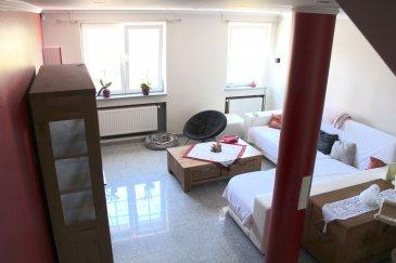 !!!!!!!! A DECOUVRIR !!!!!!!!!  Maison de +/- 130m2 habitables avec jardin d\'une contenance de +/-1a 30ca située à Weimerskirch.  La maison est composée comme suit:   Rez-de-chaussée : hall d\'entrée, WC, cave, Buanderie, Garage.  1er étage : grand living, Cuisine séparée/salle à manger, accès à une grande terrasse/veranda et jardin plat et clôturé.   2ème étage : hall de nuit, trois chambres, salle de bain avec baignoire et douche.   Le garage complète le tous.  Pour plus de renseignements ou une visite (visites également possibles le samedi sur rdv), veuillez contacter le 691 850 805. Ref agence : 477