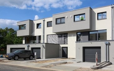 Sigelux Real Estate vous propose à la location cette maison mitoyenne, construite en 2019, située au 37, rue Mathias Birthon L-1236 Gasperich  Surface habitable +/- 201m2  Elle se compose comme suit : - Living et salle à manger de 34,31m2 avec terrasse surélevée - Cuisine équipée AEG, séparée, avec coin repas, terrasse de 15m2 - 4 chambres ( 16,02m2; 15,27m2; 16,21m2; et 14,94m2) - 1 salle d'eau avec baignoire, double lavabo et wc - 2 salles de douche + un wc - 2 toilettes séparées - Escalier en colimaçon, terrasse, et jardin - Chauffage au sol - Revêtement au sols, pierre naturelle et parquet - Panneaux solaires - Antenne parabolique - 3 débarras  Loyer : 4400 euros Garantie bancaire : 3 mois Frais d'agence 1 mois + 17% TVA  DISPONIBLE IMMEDIATE  Pour plus de renseignement ou un Rendez-vous pour visiter contactez : SIGELUX : 46 71 31 ou info@sigelux.lu