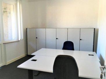 RE/MAX Select,  vous propose plusieurs bureaux disponibles de 12 m² à 14 m² entièrement meublé pouvant accueillir 1 ou 2 postes de travail dans chaque bureau, prêt à l'emploi dès le premier jour avec une gamme de services.  Ce centre d'affaires situé à Beggen-Bereldange offre à votre société une adresse stratégique au cœur de Luxembourg, à proximité d'une zone d'activité. Situé dans un bâtiment sur la route principale, ceci est facile d'accès depuis pratiquement n'importe où de Luxembourg (à 5 min du centre-ville, 10 min du Kirchberg ou l'aéroport, 5 min de Strassen ou Limpertsberg). Possibilité de stationnement très pratique suite à l'existence de plusieurs parkings autour du bâtiment. De plus, ces bureaux sont complétés par la mise à disposition d'une kitchenette, d'une salle de réunion avec écran de projection, de toilettes, d'un accès internet (inclus dans les charges) et boîte à lettre individuelle ainsi que jardin et espace vert.  Bureaux à 600 €/mois (charge compris) Bureau avec Balcon 650 €/mois (charge compris) Bureaux Open-spaces 300 €/mois (charge compris)  Disponibilité immédiate !  Bardia Allami : +352 621 150 966