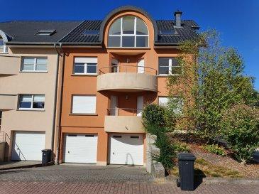 Situé dans un quartier calme et agréable de Sandweiler, ce duplex construit en 2004 par la société Creahaus possède une surface habitable d'environ 166 m².  Destiné à faire les beaux jours d'une famille, ses 1er et 2ème étages se composent de la manière suivante:  Au 1er étage: un palier ± 6m² avec wc séparé ± 2m², le séjour ± 30m², la cuisine équipée ± 14m² prolongée par un balcon ± 8m², deux chambres de ± 19 et 14 m² (avec balcon) et enfin la salle de bain ± 6m² (baignoire, double vasques, wc et sèche-serviettes).  Au 2ème étage: un palier ± 6m² desservant trois grandes chambres de ± 33, 14 et 11 m², une salle de douche ± 7m² (douche, lavabo, wc), une loggia ± 5m² avec grande baie vitrée apportant une belle luminosité. Enfin, un petit grenier qui sert de rangement.  Au rez-de-jardin : un jardin d'environ 50 m² exposé SUD-OUEST et un garage ± 33m² pouvant accueillir 2 voitures.   Généralités:  •Agréable duplex repeint à neuf ; •Nombreux Velux ; •Chauffage au gaz, compteur séparé ; •Cave et buanderie ; •Vue dégage ; •Quartier calme, parc pour enfants à l'arrière de la résidence, commerces, bonnes connexions pour l'aéroport, le Kirchberg, … •Loyer: 2500 €/mois - Charges: 270 €/mois - Caution bancaire: 2 mois de loyer ; •Frais d'agence: 1 mois de loyer + TVA.