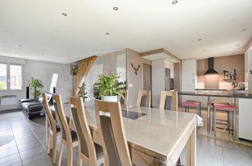Mandat de vente n°2272  Votre expert immobilier agréé Dimitri Weiland vous invite à découvrir en exclusivité cette charmante maison individuelle de 2012 décorée avec goût et simplicité sis sur un terrain clos de 2 ares 70 aux extérieurs aménagés. D'une surface habitable d'environ 76 m², vous découvrirez en rez-de-chaussée une pièce à vivre de 30 m² agrémentées de son poêle à bois récent, d'une cuisine aménagée le tout redécoré cette année.À l'étage, vous y trouverez trois chambres d'environ 9 m² chacune équipée de placard sur-mesure, une salle d'eau avec douche à l'Italienne de 2017 et un second wc.Elle est aussi dotée d'une terrasse de plus de 20 m² disposant d'une pergola neuve, de volets électrique, d'un adoucisseur/osmoseur et les chambres sont dotées d'une climatisation réversible !  Au Nord-ouest de Metz, Sainte-Marie-aux-Chênes est une ville agréable dotée de commerces, écoles et bus. Vous y trouverez tout le nécessaire du quotidien pour vous ainsi que vos enfants.   Ce bien a retenu votre attention, pour un simple renseignement ou une visite complète contactez votre conseiller : Dimitri WEILAND, Tél. : 06.42.10.80.80, E-mail : dimitri.weiland@gmail.com - Agent commercial immatriculé au RSAC de METZ sous le numéro 832 003 297. Les honoraires sont à la charge du vendeur.