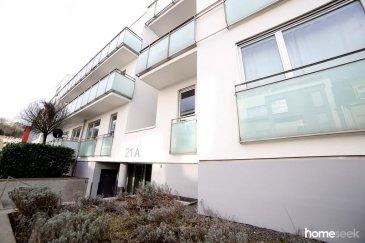 Au 2e étage d'une résidence de 2008, appartement 2 chambres de 75m², entièrement repeint bénéficiant d'une belle luminosité grâce à une exposition est/ouest. Il se compose comme suit : - Hall d'entrée - Large living avec cuisine ouverte équipée d'environ 40m² avec accès à un balcon exposé Est - 2 chambres (laminat au sol) dont une avec accès au balcon - Salle de douche avec WC - WC séparés - Débarras L'appartement est loué avec une cave et un emplacement intérieur de parking.  Libre de suite, 2 mois de caution, plus d'infos et visites au 621.37.08.96 Ref agence :4920505