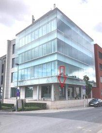 Bureau meublé moderne (climatisé) dans une résidence neuve. (adresse: 74 rue de Mühlenweg L-2155 Luxembourg-Gasperich)  Idéalement situé car proche de la Gare centrale de Luxembourg  (7 minutes à pieds), Gare de Hollerich (5 minutes à pieds) et toutes autres commodités.  Le bureau meublé se compose comme suit: ================================ -   Bureau meublé et équipé pour deux places   -   Salle de réunion (à utiliser en partage) équipée d'un Téléviseur Flip -   WC Dames , WC Hommes séparé -   Climatiseur -   Câblage   -   WIFI  -   Accès par badge  -   Système anti feu -   Nettoyage hebdomadaire   Le loyer s'élève à 1.300 ' Htva (1.521 ' ttc ) Garantie: 3 mois de loyer !! Charges: incluses dans le loyer (électricité, chauffage, nettoyage hebdo., etc.. !! Ref agence :1723013