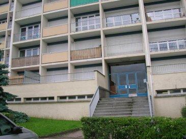 NANCY, quartier SCARPONE, STUDIO/F1.  NANCY, quartier SCARPONE et Faculté des Lettres, dans résidence très bien tenue et sécurisée, appartement composé d'une pièce principale avec kitchenette équipée, une chambre séparée, salle de bains, wc, grande terrasse de 21 m2, chauffage individuel au gaz, EXCELLENT PLACEMENT pour investisseur, l'appartement est loué actuellement à étudiante sérieuse 360 euros par mois hors charges A SAISIR : 66 000 euros AGENCE KLAA 8 rue Girardet NANCY 06 80 44 77 95 ou 03 83 97 01 78