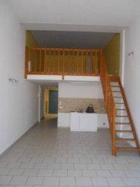 Réf 5669  Appartement en rez-de-chaussée surélevé de 53 m² secteur Berck Plage nord:  Entrée avec placard, séjour, cuisine ouverte non équipée, salle de bains, wc et 1 chambre en mezzanine. Pas de balcon  Possibilité de louer une place de parking   Loyer: 430 € Charges: 40 € (eau et edf perso)  1 mois de caution   frais d\'agence: 516 €  Libre  Ref: 5669