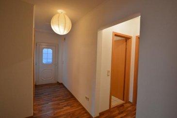 Bel appartement, sis à Reisdorf, comprenant :<br>Hall, séjour, cuisine équipée, salle de douche, WC séparé, deux chambres à coucher,<br>Buanderie commune.<br>Libre 15.03.2018<br>Loyer : 1050  plus charges 150 \'<br>Caution : 2400 \'<br>Commission agence : 1050 + Tva 17 % =1228.50 \'<br><br />Ref agence :442