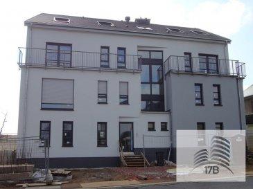 Duplex avec une surface habitable de 164,4 m2 dans une nouvelle résidence (B/B) de 2017 avec uniquement 6 unités, composé comme suit :   Au 2ème étage: Hall d'entrée, salle de douche, living ouvert sur salle à manger, cuisine ouverte, débarras, une chambre à coucher, terrasses de 5,25 et 6,30 m2 Au 3ème et dernier étage : 2 chambres à coucher, une salle de bain   Sous-sol: un parking intérieur et une cave privative   Possibilité d`achat d`emplacements intérieurs et extérieurs supplémentaires.  Le prix annoncé comprend la TVA à 17%, remboursement de +/- 50.000 EUR après acceptation du dossier par l'Administration de l'Enregistrement. Un emplacement intérieur et une cave sont compris dans le prix.  Documentation et plans disponible à l'agence.  Pour tous renseignements supplémentaires ou pour prendre rendez-vous pour une visite, veuillez nous contacter par téléphone au (+352) 691 400 705 ou par mail : info@17b.lu