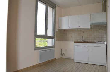 3 pièces - 38 m2.  Appartement 3 pièces en duplex, situé à proximité du parc Sainte Marie. Il est rénové et se compose d\'une entrée avec placard, un séjour, une cuisine séparée, 1 chambre + bureau, une salle d\'eau avec WC.<br> Chauffage individuel électrique. Disponible fin Novembre.<br>