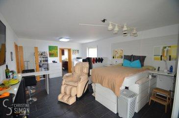 L\'agence immobilière Christine Simon Sàrl ayant un mandat exclusif vous propose un appartement meublé d\'une superficie totale d\'environ 80,32 m2 situé à PERL (D) au prix de 350.000€.<br>Idéal aussi pour un investisseur !<br>L\'appartement est divisé en 2 studios qui sont actuellement en location mais peuvent être facilement réaménagés en un seul appartement.<br>Idéal aussi pour investisseur !<br><br>Détails de l\'appartement situé 1er étage:<br>- Appartement Nr. 5 d\'environ 80,32 m2 est composé de 2 studios identiques, entièrement meublés et aménagés. 1 Salle de douche avec toilette, une cuisine équipée indépendante, une grande salle de séjour/chambre avec accès à une terrasse privative. Garage fermé Nr. 4 pour 1 voiture, 1 emplacement de parking extérieur et une cave. <br><br>La localité PERL (D) se trouve au coeur des 3 frontières, l\'Allemagne le Luxembourg et la France. Perl est une localité agréable à vivre aussi bien pour des jeunes que pour les personnes âgées. Dans la commune et celles voisines se trouvent de nombreux commerces, écoles p.ex. école fondamentale et le Lycée de Schengen ainsi que des crèches accessibles à pied. L\'entrée de l\'autoroute Saarebruck-Luxembourg est à quelques minutes en voiture.<br><br>Distances de Perl à:<br>02 km à L-Schengen<br>24 km à D-Merzig<br>27 km à D-Saarburg<br>45 km à L-Kirchberg<br><br>Pour plus d\'informations, n\'hésitez pas à contacter l\'agence par eMail: info@chrisitinesimon.lu ou par téléphone: +352 26 53 00 30.<br>Les honoraires d\'agence sont à charge de l\'acquéreur  (3,57 %). <br><br><br><br /><br />Die Immobilienagentur Christine SIMON GmbH mit Alleinauftrag, bietet Ihnen zum Verkauf eine möblierte Eigentumswohnung mit einer gesamt Wohnfläche von ungefähr 80,32 qm gelegen in Perl (D) zum Preis von 350.000€.<br>Die Wohnung ist in 2 Studios eingeteilt und zurzeit vermietet. <br>Die 2 Studios können aber wieder problemlos in eine Einheit umstrukturiert werden.<br>Geeignet auch für Investoren !<br><br>Besch